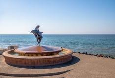 Fuente de los delfínes en Malecon - Puerto Vallarta, Jalisco, México imagenes de archivo