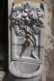 Fuente de mármol con las tallas hermosas foto de archivo libre de regalías