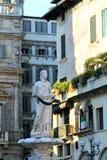 Fuente de Madonna en el delle Erbe de la plaza en Verona, Italia Fotografía de archivo libre de regalías