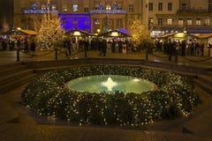 Fuente de Mandusevac en el cuadrado de Jelacic de la prohibición en Zagreb Imagen de archivo