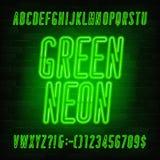 Fuente de ne?n verde del alfabeto May?sculas condensadas y n?meros de la bombilla stock de ilustración