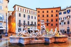 Fuente de Neptuno Ventanas viejas hermosas en Roma (Italia) Fotografía de archivo libre de regalías