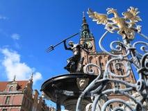 Fuente de Neptuno y ayuntamiento en Gdansk, Polonia Fotografía de archivo