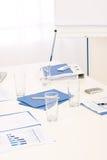 Fuente de oficina en el vector antes de la reunión de negocios Fotos de archivo libres de regalías