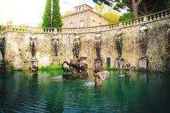 Fuente de Pegaso del chalet Lante en Bagnaia, Viterbo - Italia imagen de archivo