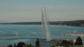 Fuente del agua del ` del jet d y el lago en Ginebra, Suiza, 2016 metrajes