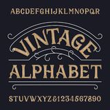 Fuente del alfabeto del vintage Letras y números sucios adornados en estilo retro ilustración del vector