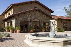 Fuente del chalet y plaza italianas del patio Imagen de archivo