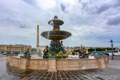 Fuente del DES Mers de Fontaine de los mares en el cuadrado de la plaza de la Concordia en París, Francia imágenes de archivo libres de regalías