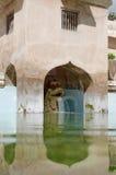 Fuente del dragón en la piscina antigua en el castillo del agua de la sari del taman - el jardín real del sultanato de Jogjakarta Imagen de archivo libre de regalías
