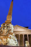 Fuente del panteón en Roma, Italia Fotos de archivo