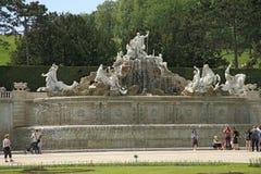 fuente del parque de Royal Palace Schoenbrunn en Viena, Austria Imagen de archivo