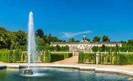 Fuente delante del palacio de Bildergalerie en el parque de Sanssouci Potsdam, Alemania foto de archivo libre de regalías