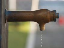 Fuente droping del agua Imagen de archivo libre de regalías