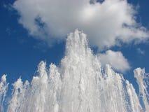 Fuente en el cielo Foto de archivo libre de regalías