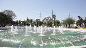 Fuente en el cuadrado de Sultan Ahmet almacen de metraje de vídeo