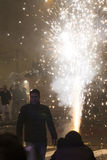 Fuente en el cuadrado de Wenceslao, Praga del fuego artificial del Año Nuevo 2015 Fotografía de archivo