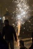 Fuente en el cuadrado de Wenceslao, Praga del fuego artificial del Año Nuevo 2015 Imagenes de archivo