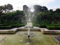 Fuente en el La Rosaleda Rose Garden en el parque Madrid de Retiro Imagen de archivo libre de regalías