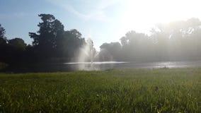 Fuente en el parque de Vondel en Amsterdam almacen de video