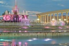 Fuente en el parque nacional de Kazakhstan, Almaty imagenes de archivo