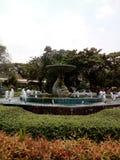 Fuente en el parque zoológico fotografía de archivo libre de regalías