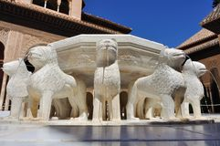 Fuente en el patio de los leones foto de archivo libre de regalías