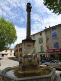 Fuente en el pueblo de Riez, Provence, Francia foto de archivo libre de regalías