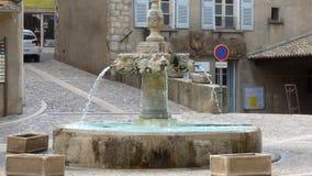 Fuente en el pueblo de Riez, Provence, Francia imagen de archivo libre de regalías