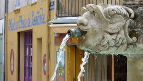 Fuente en el pueblo de Riez, Provence, Francia fotografía de archivo