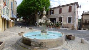 Fuente en el pueblo de Riez, Provence, Francia imagen de archivo