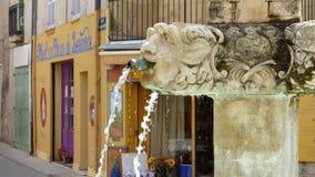 Fuente en el pueblo de Riez, Provence, Francia fotos de archivo