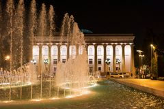 Fuente en el terraplén en la ciudad de Baku Museo de la república Imagenes de archivo