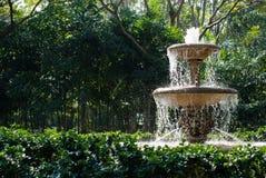 Fuente en jardín Imagen de archivo