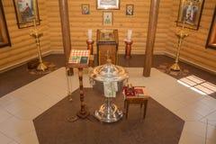 Fuente en la capilla y otras cualidades de la iglesia Fotos de archivo libres de regalías