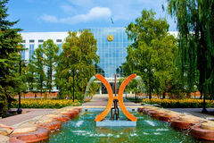 Fuente en la ciudad de Uralsk, Kazajistán Foto de archivo libre de regalías