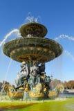 Fuente en la plaza de la Concordia parís francia Imágenes de archivo libres de regalías