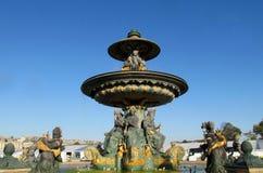 Fuente en la plaza de la Concordia parís francia Fotos de archivo