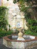 Fuente en patio Fotografía de archivo