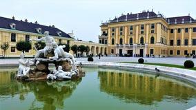 Fuente en Schonbrunn, Viena Foto de archivo libre de regalías