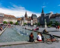 Fuente en una ciudad, Estrasburgo, Francia fotografía de archivo libre de regalías