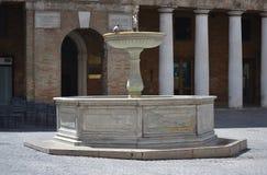 Fuente en Urbino - Italia Fotografía de archivo