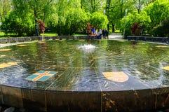 Fuente hanseática en Veliky Novgorod Foto de archivo libre de regalías
