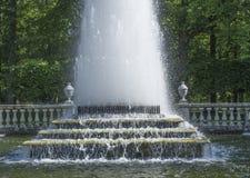 Fuente hermosa en el parque fotografía de archivo