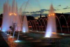 Fuente hermosa en la noche en Dnipropetrovsk Foto de archivo