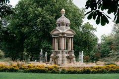 Fuente hermosa en un parque en Amsterdam Imagenes de archivo