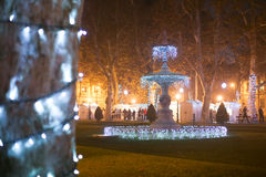 Fuente iluminada en el parque de Zrinjevac Foto de archivo libre de regalías