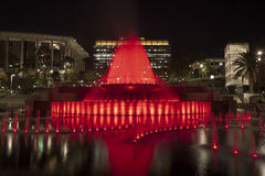 Rojo magnífico de la fuente del parque Foto de archivo libre de regalías