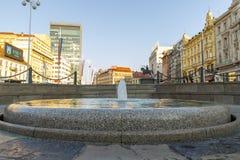 Fuente Mandusevac en plaza principal en Zagreb foto de archivo libre de regalías
