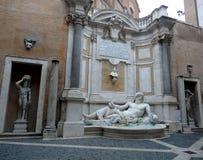 Fuente Marforio, museos de Capitoline, Roma Imagenes de archivo